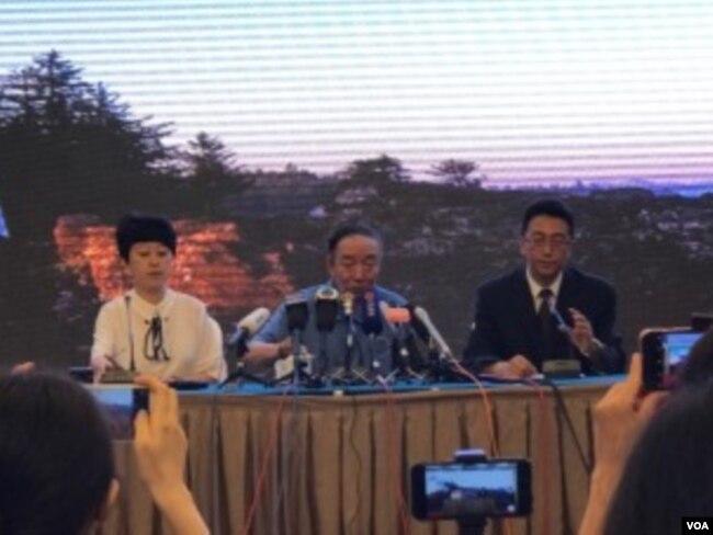 2017年7月15日,沈阳市政府举行新闻发布会宣布刘晓波骨灰当天中午在大连海葬。(美国之音叶兵拍摄)