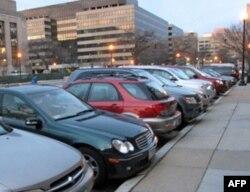 有些公司把停车位留给合用车者
