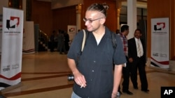 Luk Somers na konferenciji u Sani, pre nego što su ga je oteli pripadnici al-Kaide na Arabijskom poluostrvu