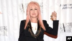 Cyndi Lauper mengharidi 46th Annual Songwriters Hall 0f Fame Induction and Awards Gala di Marriott Marquis, 18 Juni 2015, di New York.