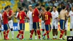 Tahití mostró su respeto y admiración por la roja con un improvisado pasillo al final del partido.
