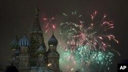 Građani Moskve dočekali su Novu godinu uz spektakularan vatromet na Crvenom trgu