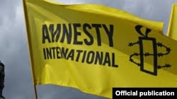 國際特赦旗幟。