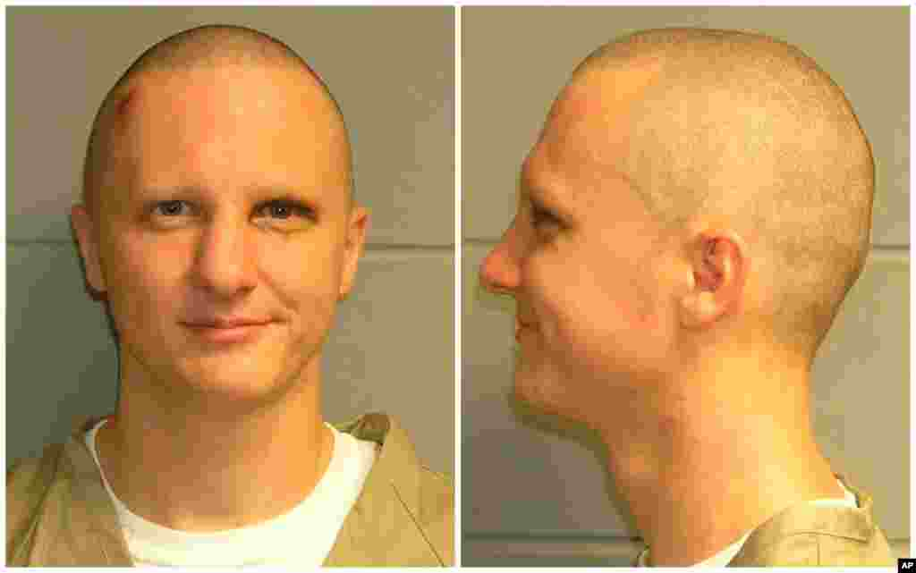 Jared Loughner, the suspect in the Tucson shootings that critically wounded Rep. Giffords was charged on counts that include the murders of a federal judge and a congressional aide. (AP)