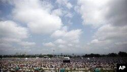 教宗本篤16世告訴薩格勒布競技場的30萬聚眾說,他要求天主教徒反對世俗化