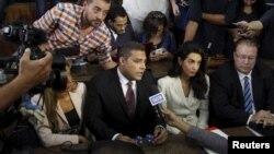 İki Mısırlı sanığın avukatlığını aktör George Clooney'in eşi Amal Clooney yaptı.