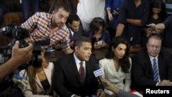 """Fahmy y Mohamed fueron sentenciados en agosto a tres años de cárcel bajo cargos de inventar """"falsas"""" noticias."""