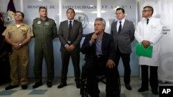 El presidente de Ecuador, Lenín Moreno, habla desde el Hospital Militar en Quito, tras el ataque a un puesto de la Infantería de Marina en Mataje, en el norte de la provincia de Esmeraldas fronteriza con Colombia, que dejó 3 militares muertos y varios heridos. Marzo 21 de 2018.