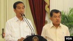 Presiden Joko Widodo dan Wapres Jusuf Kalla (foto: dok). Kontras mengapresiasi langkah pemerintah yang akan minta maaf terhadap para korban HAM, namun dinilai tidak cukup.