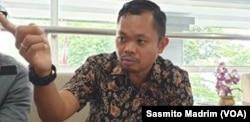 Kuasa Hukum Tim Advokasi Papua, Tigor Gemdita Hutapea, Rabu, 26 Februari 2020/. (Foto: Sasmito Madrim/VOA)