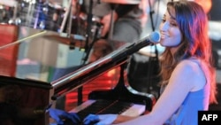 "Singer Sara Bareilles performs on MTV's ""Total Request Live"" in 2008."