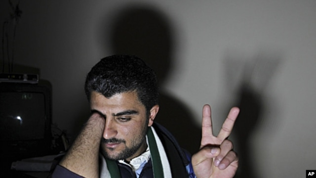 Zaher Al Hariri, speaks to the media in Amman, Jordan, March 15, 2012, describing how his right hand was cut off by Syrian security forces after he went to a state hospital in Syria's Deraa city to receive treatment after a bullet penetrated his fingers w