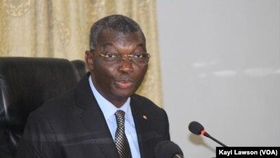 Yark Damehane, ministre togolais de la Sécurité et de la protection civile, au cours d'une conférence de presse à Lomé, le 7 mars 2018. (VOA/Kayi Lawson)