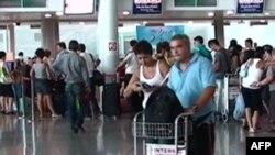 """Aeroporti """"Nënë Tereza"""" perballë një numri veçanërisht të madh udhëtarësh"""