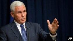 El gobernador Mike Pence dice que nunca fue su intención apoyar la discriminación como se ha interpretado tras la aprobación de una ley de libertad religiosa.