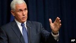 El gobernador de Indiana, Mike Pence, debe convencer a la audiencia de la viabilidad del tiquete que forma junto Trump.