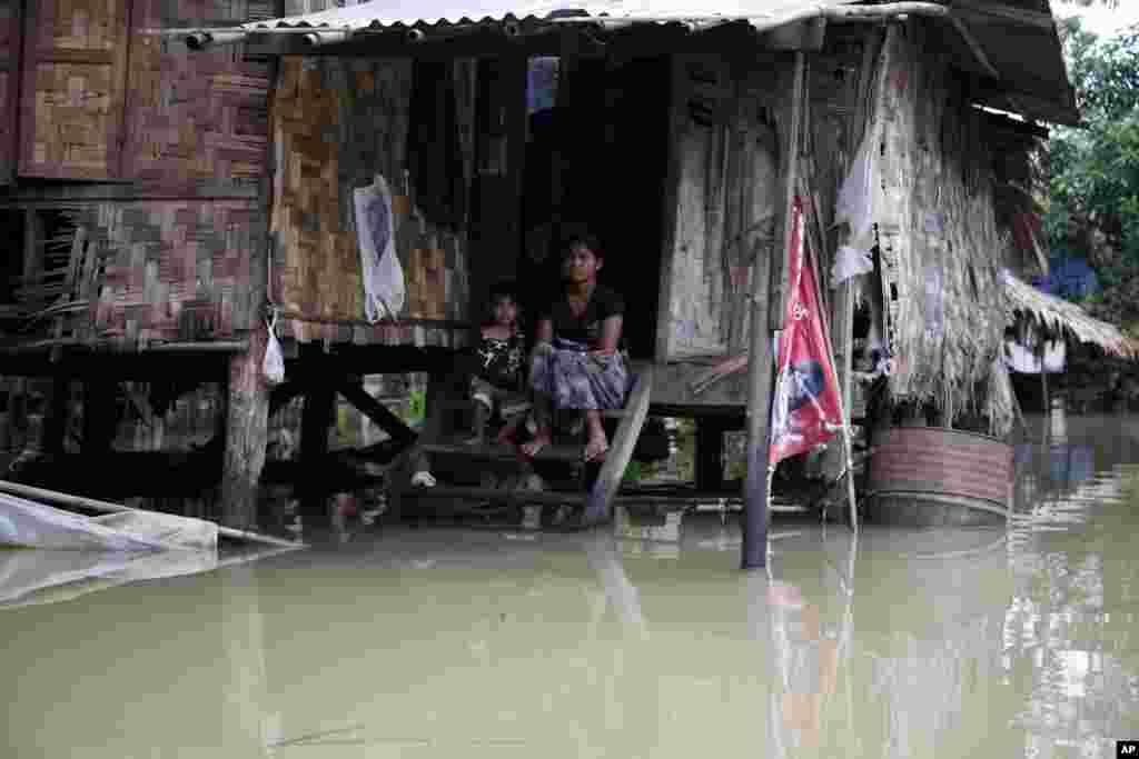میانمار میں شدید بارش اور سیلاب سے جانی نقصان بھی ہوا۔