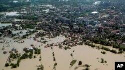 Lụt trong thị trấn Obrenovac, cách thủ đô Belgrade của Serbia khoảng 30 km về hướng tây nam