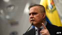 El fiscal general del gobierno en disputa de Venezuela, Tarek William Saab, habla en conferencia de prensa, en Caracas.