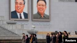 رژه زنان ارتش کره شمالی، ۱ آوریل ۲۰۱۳
