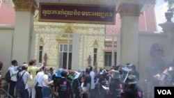 More than 100 supporters demonstrated outside the court building on Wednesday morning March 27, 2013 to protest for the release of Yorm Bopha.