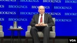 美国中央情报局局长布瑞南在华盛顿智库布鲁金斯学会发表演讲(2016年7月13日,美国之音莉雅拍摄)