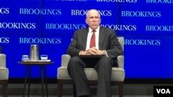 美國中央情報局局長布倫南7月13日在華盛頓智庫布魯金斯學會發表演講(美國之音莉雅拍攝)