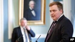 El primer ministro de Islandia, Sigmundur David Gunnlaugsson, dice que no ha renunciado, sino que se ha hecho a un lado temporalmente.