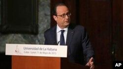 쿠바를 방문 중인 프랑수아 올랑드 프랑스 대통령이 11일 하바나 대학에서 연설하고 있다.