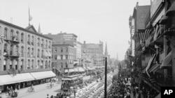 图为美国纽约水牛城的劳工节大游行资料照