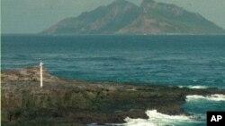 日本在釣魚島範圍內的一個島嶼建有燈塔