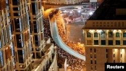 Des musulmans en pèlerinage sortent de la Grande Mosquée de La Mecque, en Arabie Saoudite, 9 septembre 2016.