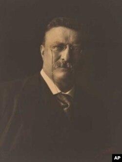 Theodore Roosevelt (1904) National Portrait Gallery, Smithsonian Institution