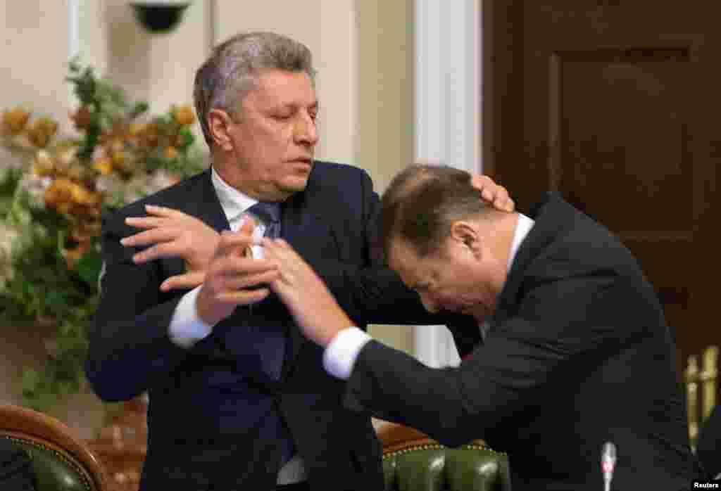 دعوا بین یوری بویکو، رهبر حزب مخالف اوکراین، و اوله لیاشکو، رهبر حزب رادیکال اوکراین، در ملاقات رهبران جناح پارلمان در کییف، پایتخت این کشور.
