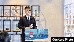 郑文杰(Simon Cheng) 在英国驻港总领事馆参与投资暨贸易政策说明会上(照片来源: 郑文杰2018年11月15日脸书贴文)