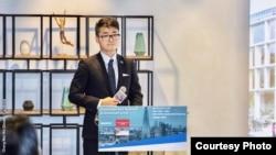 郑文杰(Cheng Man Kit, Simon)在英国驻港总领事馆参与投资暨贸易政策说明会上(照片来源: 郑文杰2018年11月15日脸书贴文)