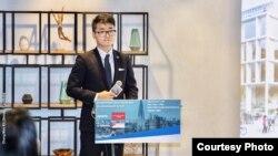 «سیمون چنگ» کارمند کنسولگری بریتانیا۱۵ روز پیش در پی یک سفر کاریدر چین بازداشت شده بود.