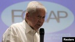 Cựu Ngoại trưởng Philippines Albert del Rosario.