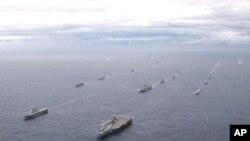 """美国航空母舰""""乔治华盛顿""""号及日本海上自卫舰群"""