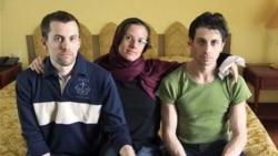 استقبال خانواده های کوهنوردان بازرداشت شده آمریکایی از آغاز محاکمه آنها