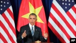 Američki predsednik Barak Obama govori na pres konferenciji u Hanoju