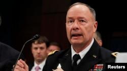 Direktur Badan Keamanan Nasional AS (NSA), Jendral Keith Alexander memberikan kesaksian di hadapan Komisi Intelijen DPR AS hari Selasa (29/10).