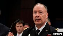 Giám đốc NSA Keith Alexander cho biết cơ quan ông hề không xâm nhập các máy chủ của Google và Yahoo.