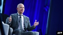 Pendiri Blue Origin Jeff Bezos berbicara saat Kongres Astronautika Internasional ke-70 di Walter E. Washington Convention Center. (Foto: AFP)