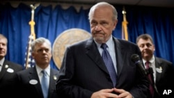 Fred Thompson durante una conferencia de prensa en 2012.