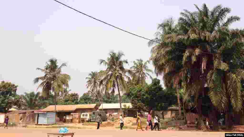Une rue paisible a Bangui.