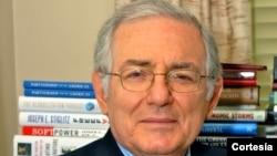 Dr. Isaac Cohen, experto en economía y finanzas fiscales