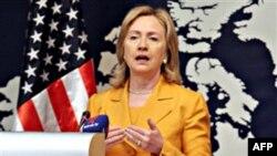 Ngoại trưởng Hoa Kỳ Hillary Rodham Clinton phát biểu tại một cuộc họp báo ở Manama, Bahrain, ngày 3/12/2010