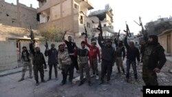 Di vê fotoya arşîvê de çekdarên Cund el-Eqsa