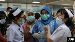 رپورٹ کے مطابق اس وقت دو کروڑ 80 لاکھ نرسیں صحت کے شعبے میں خدمات انجام دے رہی ہیں۔ (فائل فوٹو)